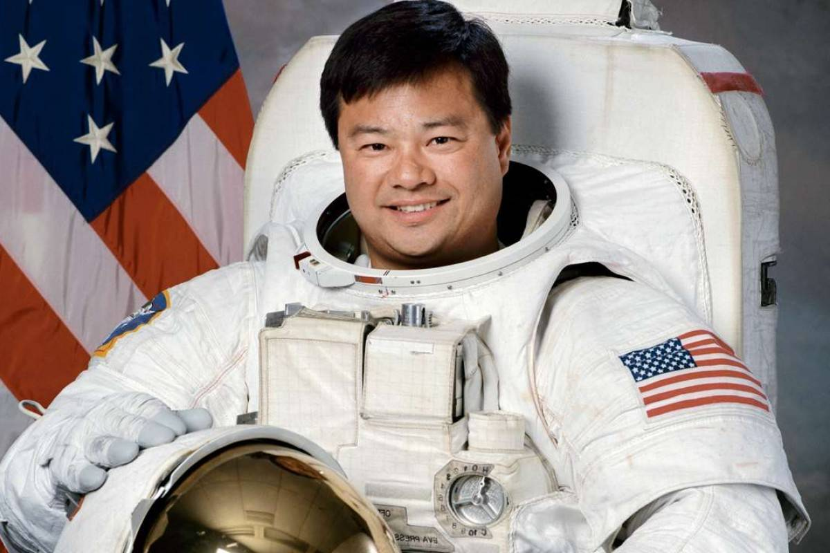 Leroy Chiao's official NASA portrait